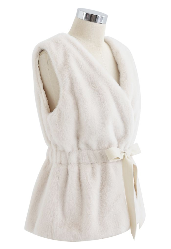 Bowknot Soft Faux Fur Vest in Cream