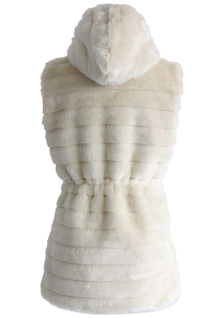 Chaleco acolchado de piel sintética chicwish con capucha en crema