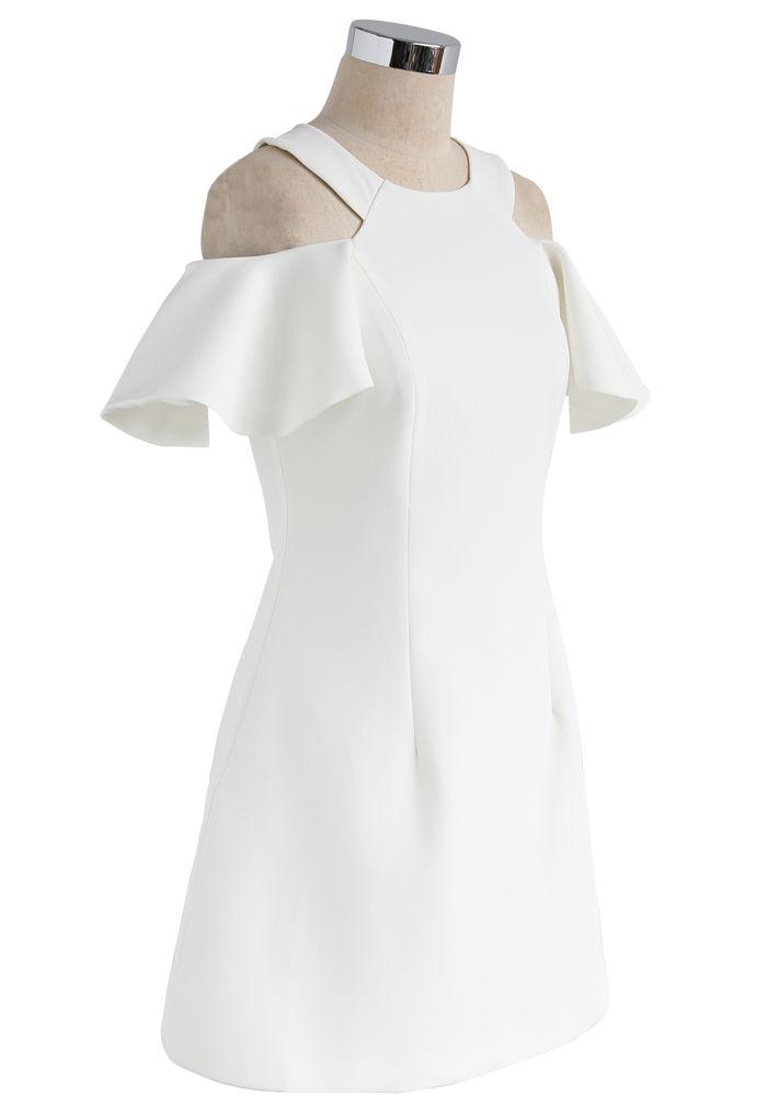 Wirbelt zum Wochenende: kaltes weißes Schulterkleid