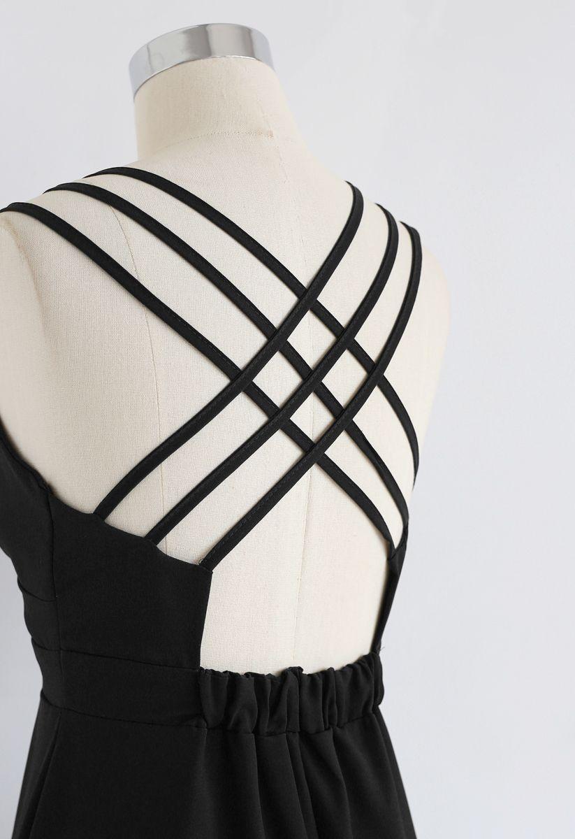 Perfect Sunday - Camisole mit gekreuzter Rückseite in Schwarz