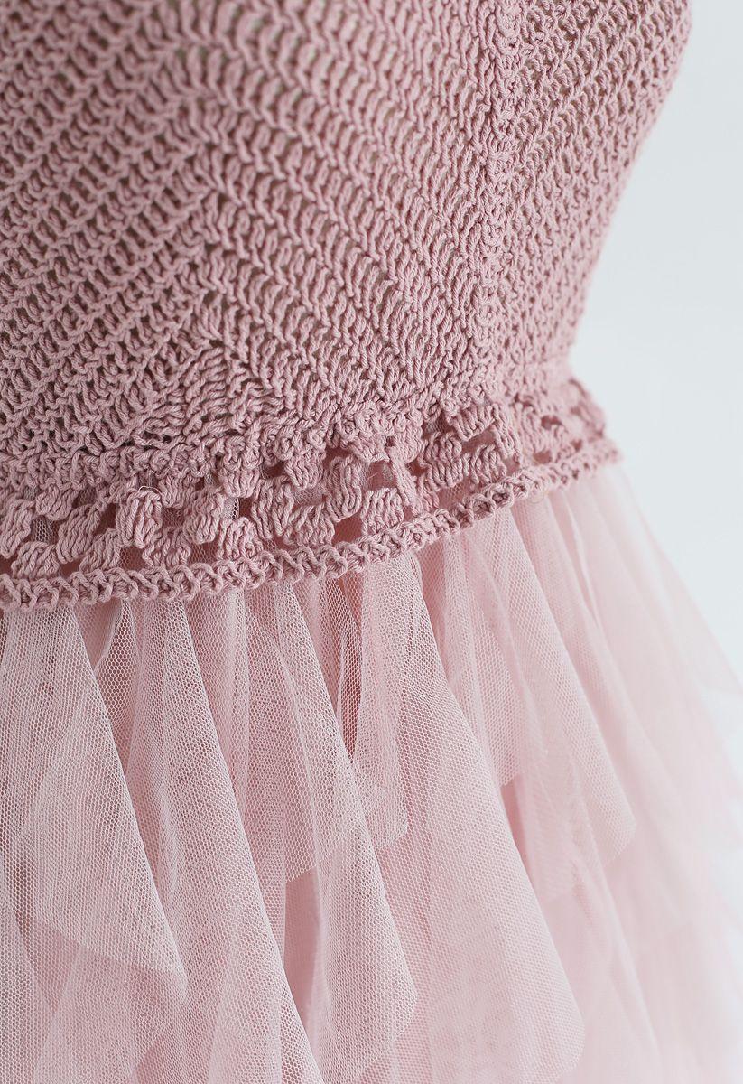 Strickkleid mit Rüschen und Mesh in Dusty Pink