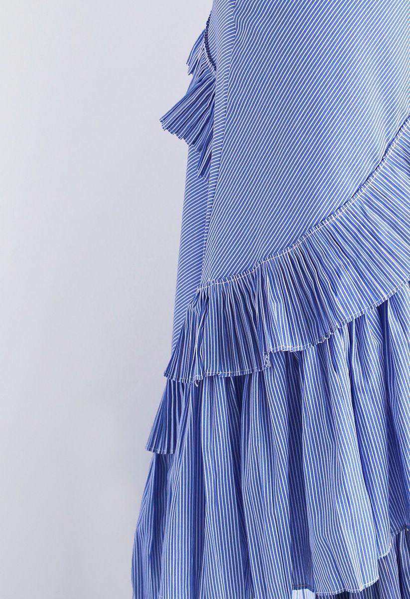 Rüschen - Rock mit lebhaftem abgesetztem Saum in blauen Streifen