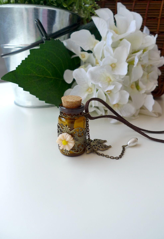 Margarita de la mariposa en un collar de la botella