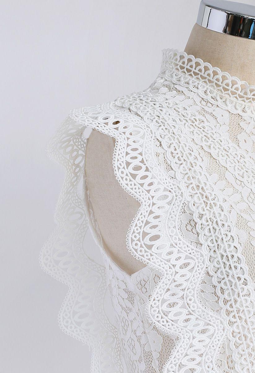 Ihr ungezogener Anfang: Blankes ärmelloses Oberteil mit Häkelspitze