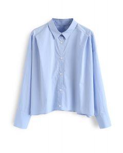 Kurzes Hemd mit Knöpfen und Ärmeln in Blau