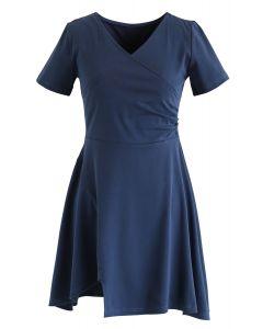 Eingewickeltes Skaterkleid in staubigem Blau