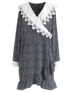 Floret Printed Ruffle Wrapped Dress in Schwarz