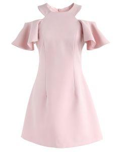 Wirbelt zum Wochenende: kaltes Schulterkleid in Pink