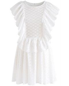 Voller Aussparungen  Bestickt gerüschtes ärmelloses Kleid in Weiss