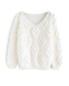 Stricken Sie Ihren weißen Liebespullover mit V-Ausschnitt