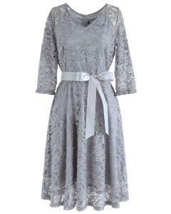 Reminisce Autumn - Spitzenkleid mit V-Ausschnitt in Grau