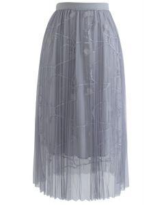 Florescent Dreams - Gefalteter Midirock aus Tüll in Grau