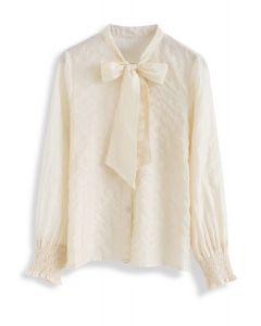 Flitterstreifen – Cremefarbenes Shirt mit Schleife