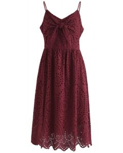 Party Playlist Eyelet Cami Kleid in Wein