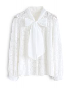 Floral Lace Bow Neck Shirt in Weiß